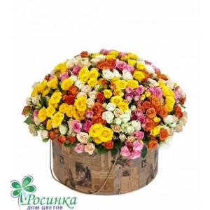 Розы кустовые в шляпной коробке