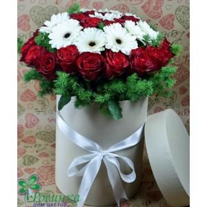 Цветы в шляпной коробочке №142