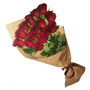 Каскадный букет из 15 красных роз в крафт бумаге