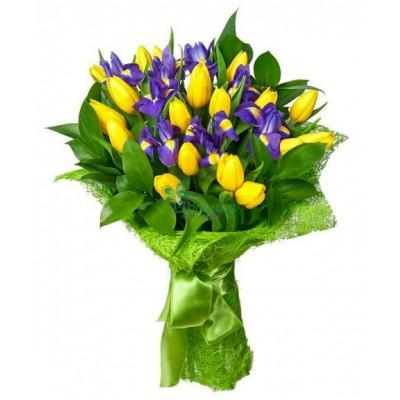 Букет из желтых тюльпанов и ирисов